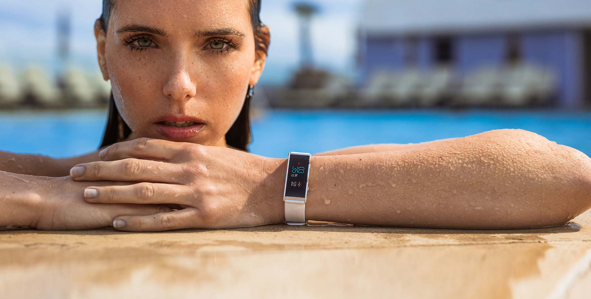 Water resistant activity tracker. IP67, 6: Protected from dust, 7: Protected against the effects of immersion in water to depth between 15 cm and 1 meter